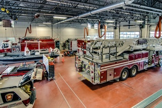 COMM 2015 Securite incendie Caserne 1 camion equipement citerne garage 1