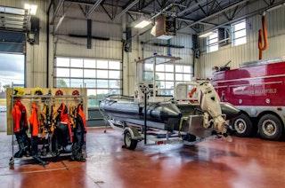 COMM 2015 Securite incendie Caserne 1 camion equipement citerne garage 11