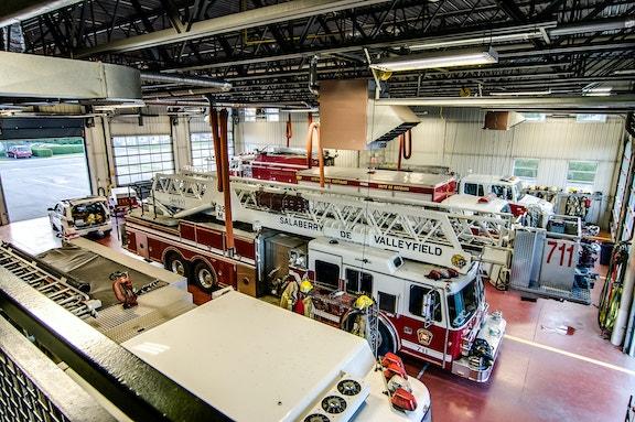 COMM 2015 Securite incendie Caserne 1 camion equipement citerne garage 3