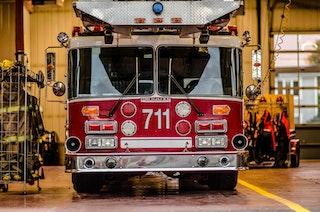 COMM 2015 Securite incendie Caserne 1 camion equipement citerne garage 37