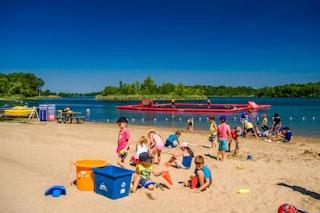 SRC 2018 plage jeux enfants sable 1